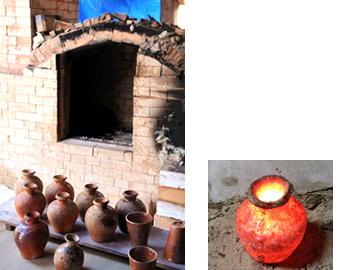 窯出しと赤く焼けた壺